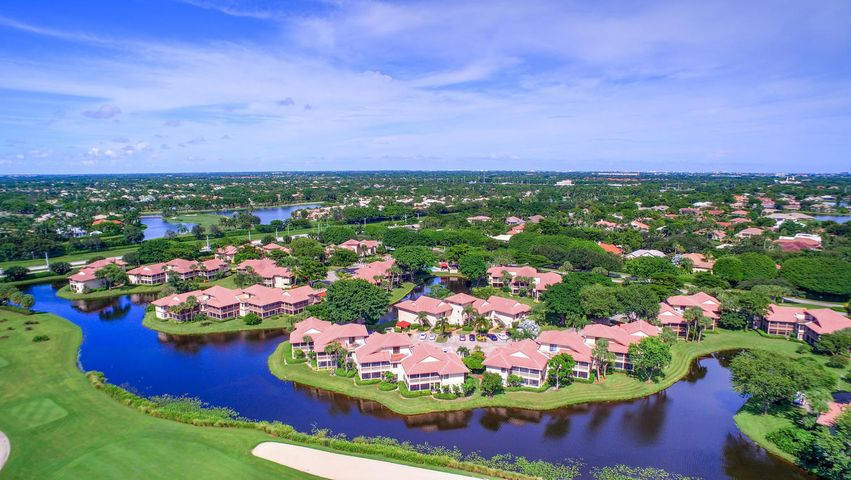 Totally renovated and looks like a model home!  Beautiful views of Golf Course and Lake from your wrap around patio or roof top deck.  2 level condo with 3 large bedrooms, 3 baths.