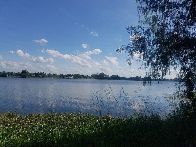 3000 Lake Osborne Drive, 108, Lake Worth, FL 33461