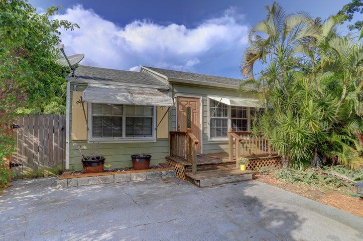 920 13th Avenue N, Lake Worth, FL 33460