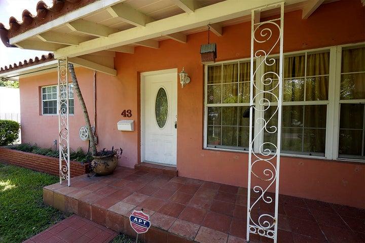 dania-main house-front1
