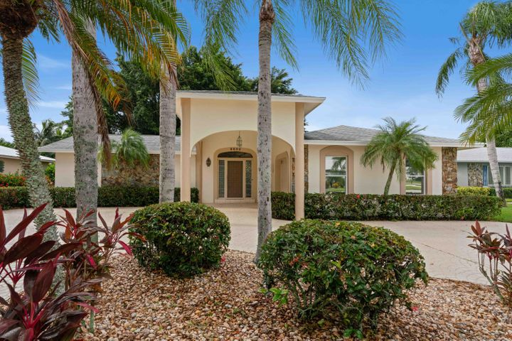 9852 SE Little Club Way S, Tequesta, FL 33469