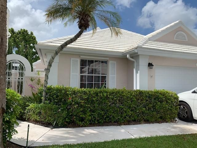 Just listed furnished rental in PGA NATIONAL,BARCLAY CLUB.Available for an annual lease . Large backyard , updated kitchen and flooring.Memberships are available to purchase forsocial, tennis and golf.Close to the turnpike, I-95 and beaches . Bestshopping on PGA BLVD.Gardens Mall and Downtown at The Gardens.