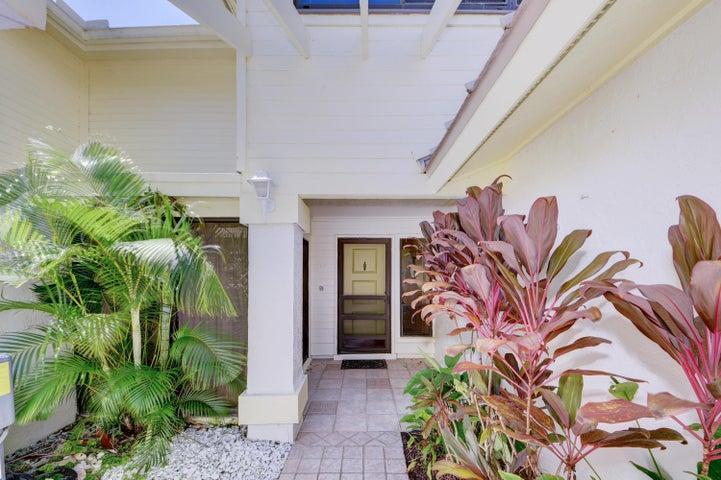 5661 SE Foxcross Place, Stuart, FL 34997