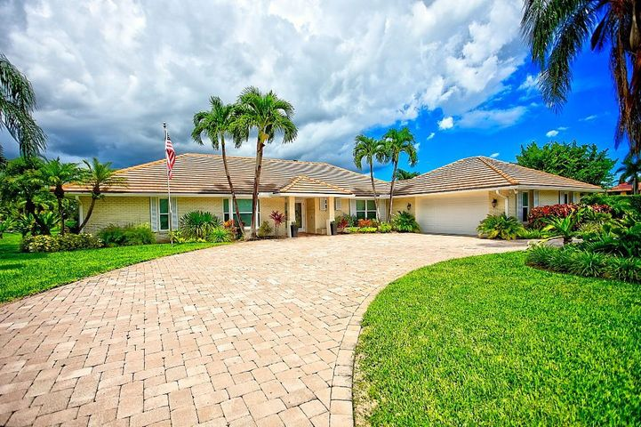 455 S Country Club Drive, Atlantis, FL 33462