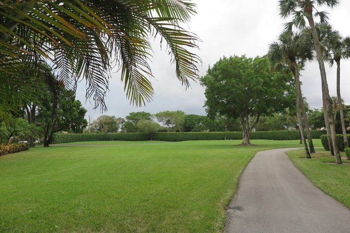 7568 Regency Lake Drive, B101, Boca Raton, FL 33433
