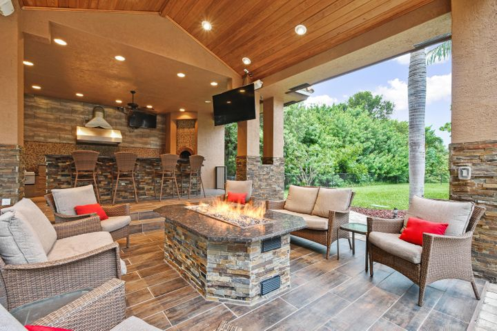 Outdoor Kitchen/Entertainment Area