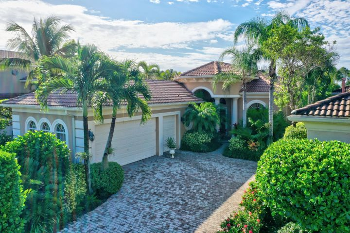 Perfect size and perfect location, this home offers 2 bedroom suites plus an office with Murphy bed and 3 full baths.  Large pool overlooking wide water.  Very private lot. Sports membership included.Landlord retaining owners closet in guest suites