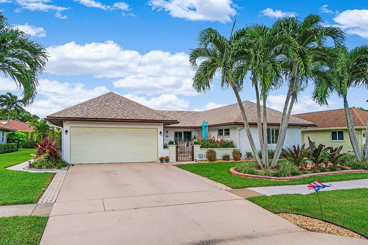10265 Greentrail Drive N, Boynton Beach, FL 33436