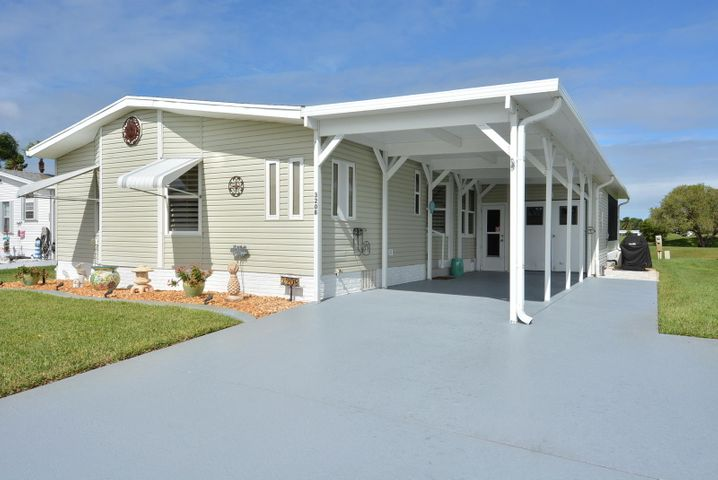 55+ Water and Golf Front home with golf, tennis, swim, theatre, cafe, clubs and more
