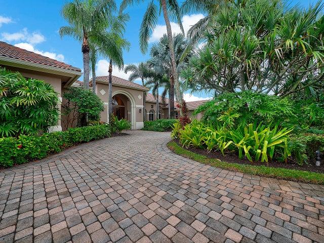104 Saint Edward Place, Palm Beach Gardens, FL 33418