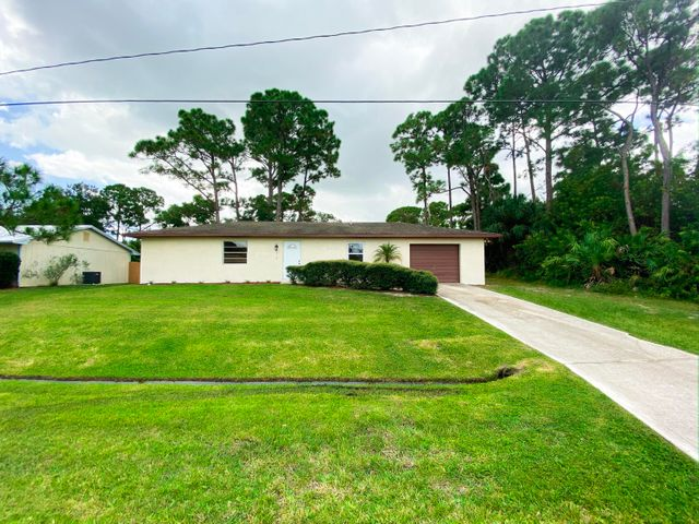314 SE Evergreen Terrace, Port Saint Lucie, FL 34983