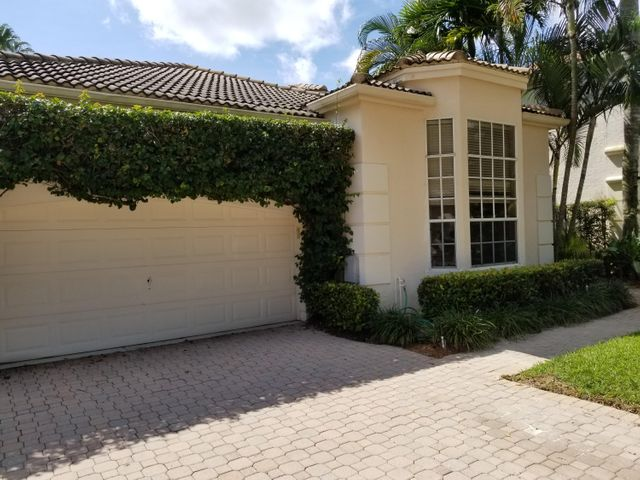 A beautiful, classy home in one of the prettiest neighborhoods in Palm Beach Gardens.  2 large bedrooms PLUS a third den/bedroom option.  Two car garage and huge vaulted ceilings.  A wide open, roomy and elegant layout set in an ideal location.  Complete privacy.  A private community pool is just a few steps away.