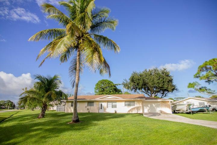 591 SW Dwight Avenue SW, Port Saint Lucie, FL 34983