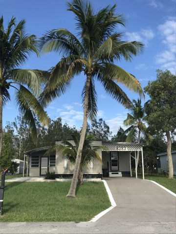 8383 SE Sandy Lane, Hobe Sound, FL 33455