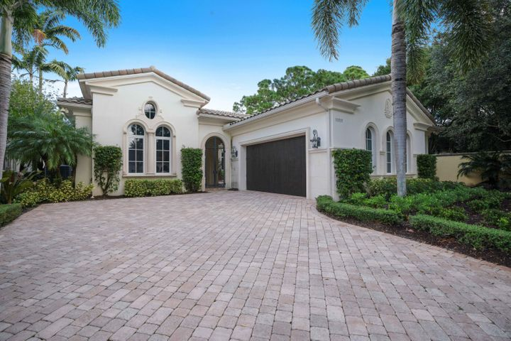 FANTASTIC OPPORTUNITY TO RENT IN OLD PALM GOLF CLUB.  4 BED, 4.1 BATH  3820 SF HOME IN THE GOLF ESTATES.  THIS HOME DOES NOT HAVE A MEMBERSHIP ATTACHED.  FULLY FURNISHED, ALL NEW WHITE LINENS, FULLY STOCKED KITCHEN.  ALL YOU NEED IS YOUR  PERSONAL BELONGINGS.A MUST SEE.