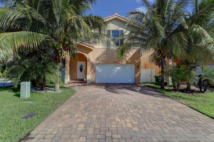 3301 Elizabeth Place S, Palm Springs, FL 33461