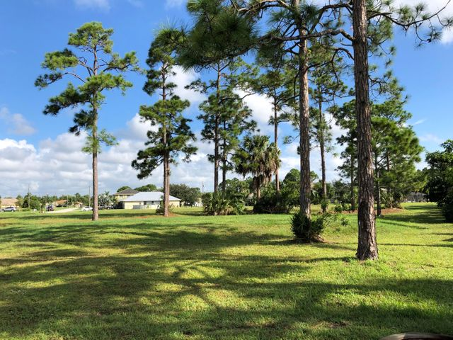 5845 NW Windy Pines Lane, Port Saint Lucie, FL 34986