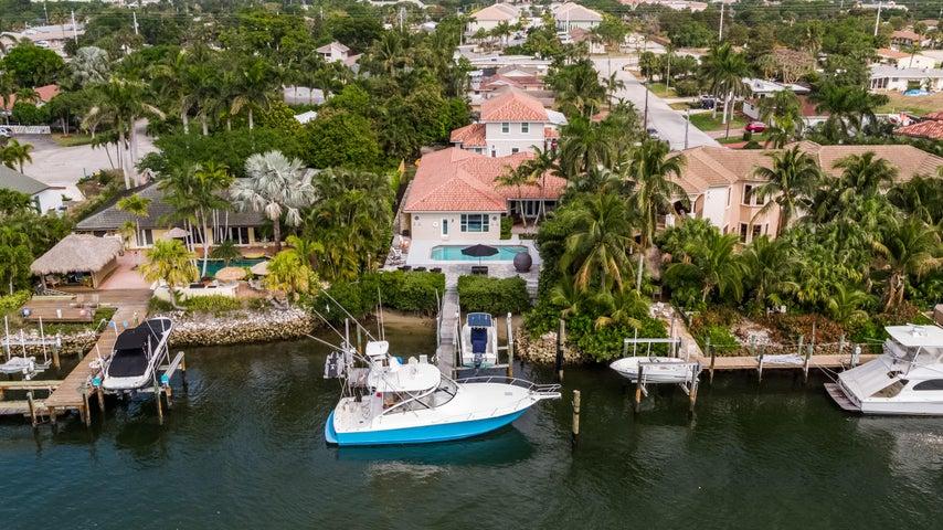 2077 N Waterway Drive, North Palm Beach, FL 33408