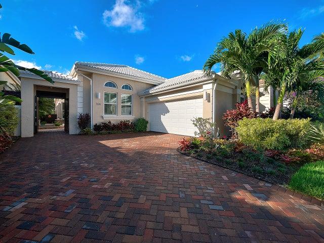 104 Coral Cay Drive, Palm Beach Gardens, FL 33418
