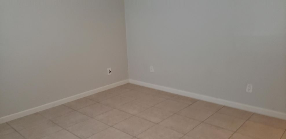 2516 S 19th S Street, 106, Fort Pierce, FL 34950