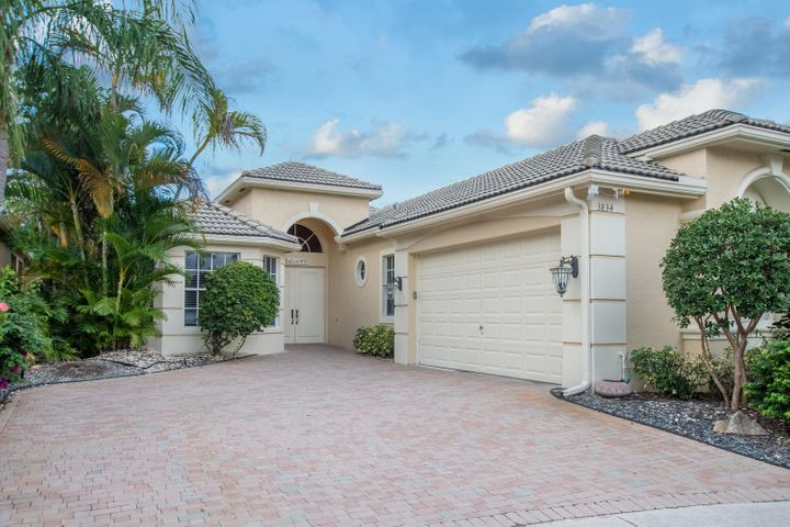 3834 Newhaven Lake Drive, Lake Worth, FL 33449