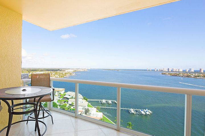 LARGE BALCONY - GREAT VIEWS