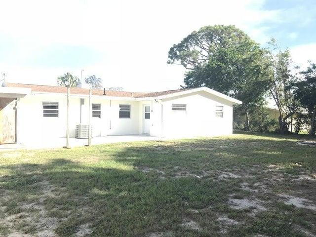 8968 SE Pine Cone Lane, Hobe Sound, FL 33455