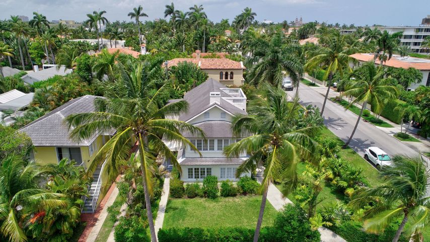 This charming Palm Beach Island pied-a-terre is the perfect retreat in the most convenient location; two blocks to the Beach, two blocks to the Intracoastal and two blocks to Worth Avenue. The interior has just been renovated and is most relaxing with comfortable convertible living/dining space, private sunny bedroom or sitting room, kitchen and full bath. This boutique enclave offers onsite laundry, off-street parking and serene covered lanai. You will enjoy living in the heart of town.  Also available for seasonal lease.