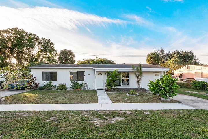 1001 Snowden Drive, Lake Worth Beach, FL 33461