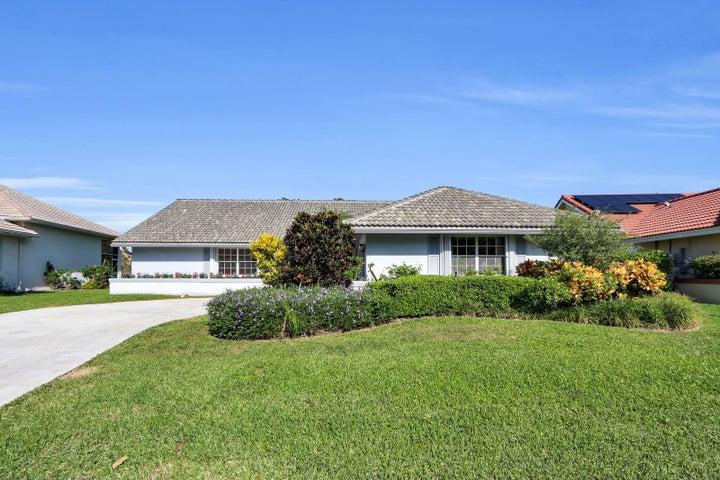 8 Aspen Court, Boynton Beach, FL 33436