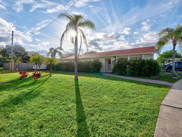 18945 SE Homewood Avenue, Tequesta, FL 33469