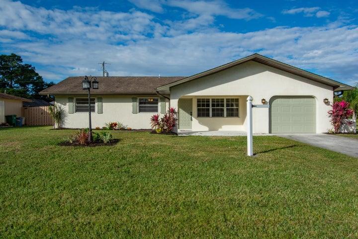 185 SE Crosspoint Drive, Port Saint Lucie, FL 34983