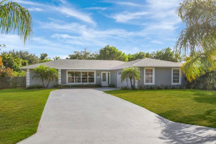 8925 SE Bahama Circle, Hobe Sound, FL 33455