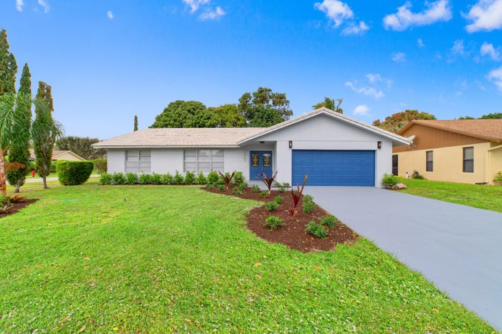 Newly renovated Wellington home NO HOA !! All new kitchen cabinets, stainless steel appliances and beautiful quartz counter tops. Great location with lots of yard space. Ready for new owners.