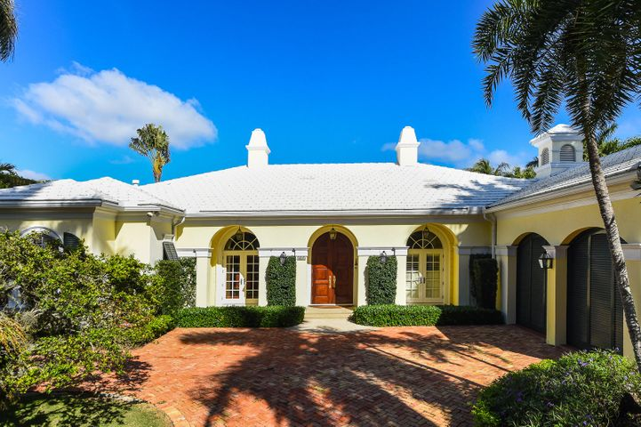 Perfectly located close to town, this gracious and pristine Bermuda has a fabulously easy living floor plan with well scaled indoor/outdoor spaces!  With 3BR/5Bath plus study, it is beautifully appointed with quality custom woodwork, ultra-high ceilings, hardwood floors, open kitchen/family room, lovely pool/patio, impact glass and 2 car garage.