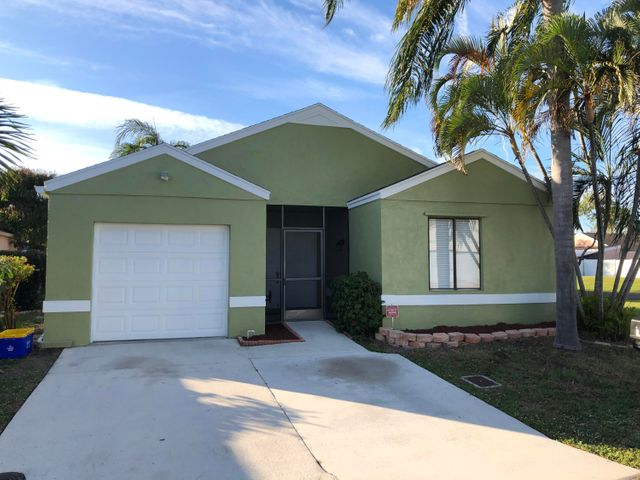 Well maintained 3 bedroom 2 bath CBS home, New exterior paint, Ceramic tile common areas and baths, Laminate wood flooring in bedrooms, Updated master bath, New rear side fences, HOA fee includes lawn care, Large dogs allowed.