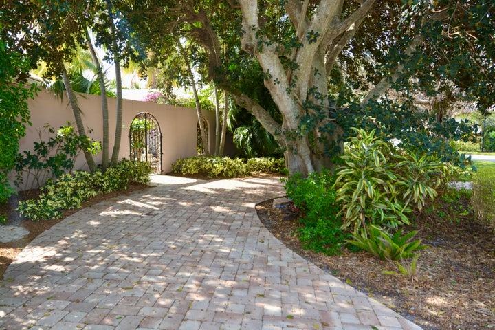 2584 Avenue Au Soleil, Gulf Stream, FL 33483