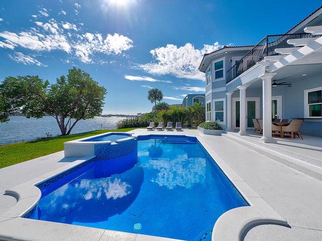 3 Lakeside Palms Court, Lake Worth Beach, FL 33460