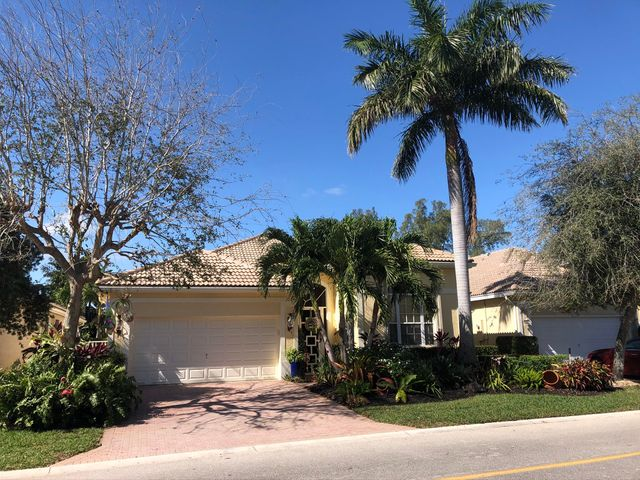220 Palm Circle, Atlantis, FL 33462