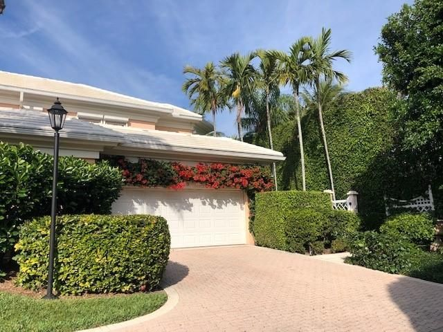 Newly painted, rare opportunity to own a corner townhouse at the Brazils! Oversized terrace, well maintained property, private pool. Lives like a house. Pets OK! Small boutique community of only 8 townhouses, beautifully managed.A Must See!