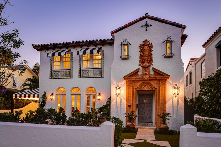 History reimagined. John Volk classic masterfully redesigned and expanded for 21st century living yet careful to preserve the 20th century grandeur . This is a total restoration of the highest quality. Beautifully proportioned rooms flow seamlessly. New intimate pool and gardens designed by Nievera Williams. Deeded beach and close to the lake trail. Developed by Goodnough, Shrestha & Adams.