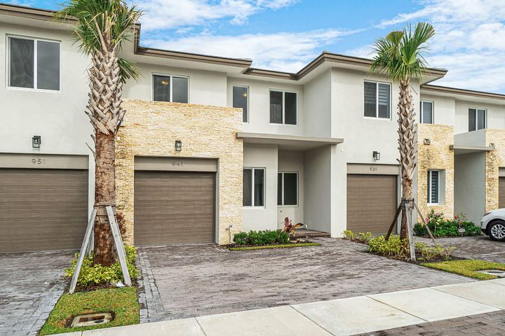 941 Pioneer Way, Royal Palm Beach, FL 33411