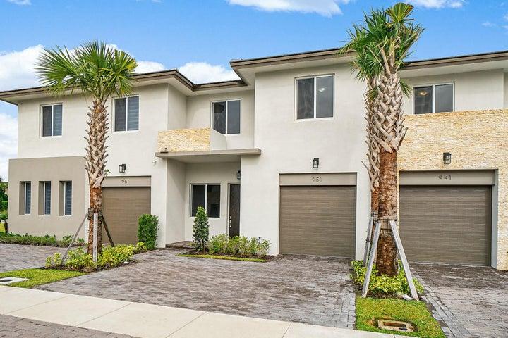 951 Pioneer Way, Royal Palm Beach, FL 33411