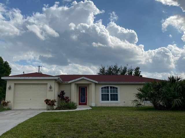 3/2 CBS HOME BUILT IN 2000. HOME FEATURES TILE THROUGHOUT LIVING AREAS. SCREEN PORCH AND LARGE FENCED IN YARD.  CLOSE TO GATLIN AND BECKER AREAS OF PORT ST LUCIE. MINUTES FROM I-95/TURNPIKE SHOPPING, SCHOOLS AND CHURCHES WITHIN MINUTES.