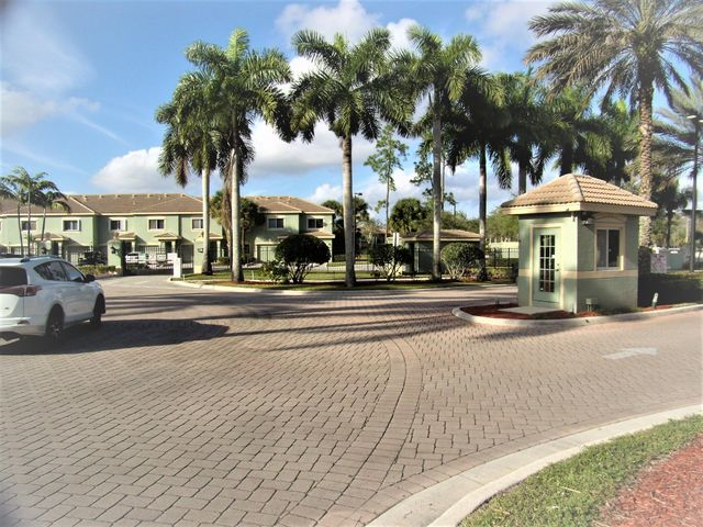 340 Crestwood Circle, 101, Royal Palm Beach, FL 33411