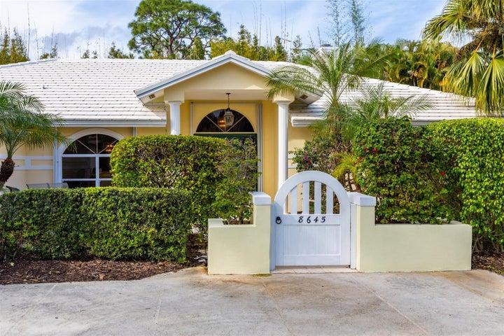 8645 SE Gulfstream Place, Hobe Sound, FL 33455