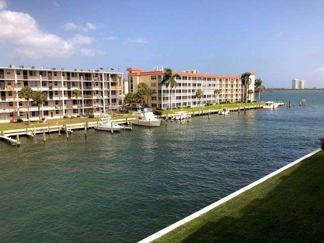 125 Shore Court 304b, North Palm Beach, FL 33408
