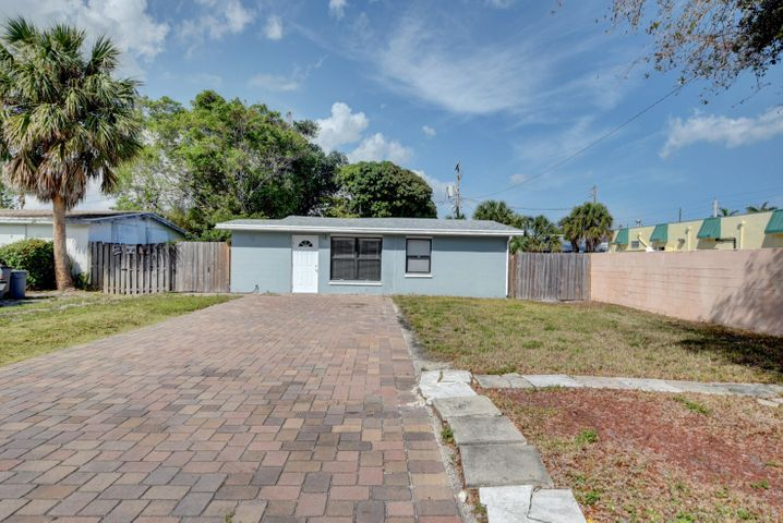 475 Glouchester Street, Boca Raton, FL 33487