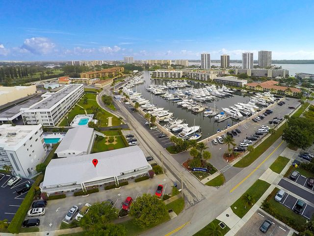 143 Yacht Club Drive 8, North Palm Beach, FL 33408