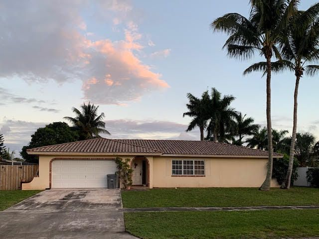 THIS LARGE FAMILY HOME IS THE LOWEST PRICED 4BR 3BA POOL HOME IN ALL OF BOCA DEL MAR. HOME IS IN GOOD SHAPE IN NEED OF UPDATING. THE FLOOR PLAN IS PHENOMENAL. THE SCHOOLS ARE A RATED AND THIS LOCATION CANT BE BEAT. CLOSE TO TOWN CENTER, 95, BEACHES, HOUSES OF WORSHIP, EASY TO GET TO PBI OR FLL. MAKE THIS HOME THE PERFECT FAMILY FOR YOUR FAMILY..ITS A BLANK CANVAS WAITING .